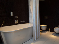 double_de_luxe_bahtroom-tallink-hotel-riga